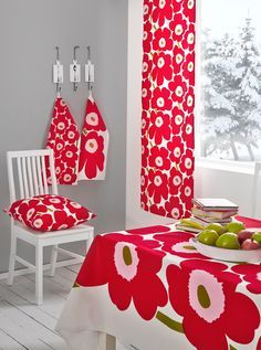 marimekon joulu - Google-haku Marimekko, Scandinavian Christmas, Finland, Flower Power, Home Accessories, Red And White, Koti, Textiles, Quilts