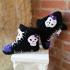 """Boots for the house! This is a very fun project to undertake! *note, spider applique pattern NOT mine, link to Spider Mambo on Ravelry under """"embellishments"""" Crochet slipper boots Love Crochet, Diy Crochet, Crochet Crafts, Crochet Baby, Crochet Projects, Ravelry Crochet, Crochet Skull Patterns, Halloween Crochet Patterns, Crochet Slipper Boots"""
