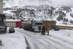 Obertauern: Feuerwehr musste Sattelschlepper bergen