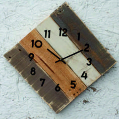 Unique wooden clock, warm family circle at home. Wooden wall clock are equipped with quality German movements for secondary batteries AA which aids and hands of quality, brushed steel, aluminum or painted according to color. 3d Wall Clock, Clock Decor, Wall Decor, Antique Wall Clocks, Wood Clocks, Rustic Beach Decor, Clock Shop, How To Make Wall Clock, Wood Pallets