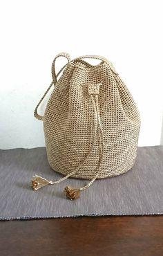 Totally handmade crochet tote bag with short or long knitt Macrame Purse, Crochet Pouch, Crochet Handbags, Handmade Bags, Fashion Bags, Bucket Bag, Purses And Bags, Crochet Patterns, Tote Bag
