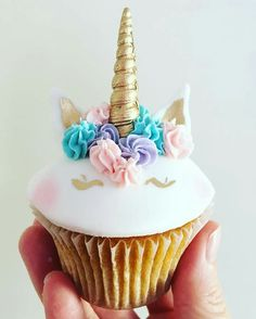 Unicorns were everywhere from cupcakes to toast to lattes in but some people have had enough and want to see them banned in 2018 Unicorn Foods, Unicorn Cakes, Savoury Cake, Cute Cakes, Cupcake Cookies, Mini Cakes, Let Them Eat Cake, Amazing Cakes, Cake Decorating