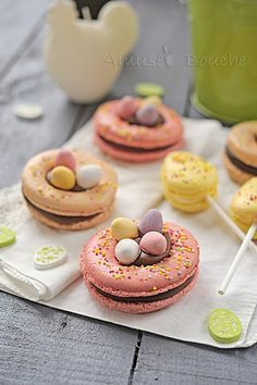 """This would be a really cute spring celebration macaron! Malted eggs in """"nests"""" of macaron! Patisserie Fine, Macaron Cookies, French Macaroons, St Patricks Day Food, Cupcakes, Easter Treats, Easter Recipes, Delicious Desserts, Sweet Treats"""