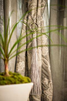 Braçadeira e tecidos para cortinas da Wiler-K.