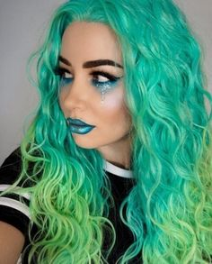 ♚ Color it up, braid it down, wear your hair like a crown ♚ Extreme Hair Colors, New Hair Colors, Beautiful Hair Color, Cool Hair Color, Princess Hairstyles, Cute Hairstyles, Arctic Fox Hair Color, Coloured Hair, Hair Shows