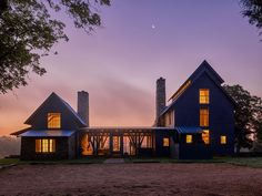 17 Minimalist Home Exterior Design Model Rustic Farmhouse - futurian Farmhouse Plans, Rustic Farmhouse, Farmhouse Style, Farmhouse Bench, Farmhouse Design, Rustic Design, Style At Home, St Style, House Architecture Styles