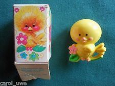 AVON 1975 KIDS PIN PAL LITTLE CHICKEN FRAGRANCE GLACE LAPEL PIN w BOX