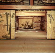 The effects of gilt screening on the interior of a daimyo palace, constructed along the simple, rectangular pattern of traditional architecture, are visible in this photograph of the messenger room of Nijo Palace. Japanese Mansion, Japanese Palace, Japanese Castle, Japanese House, Japanese Sliding Doors, Nijo Castle, Ceiling Painting, Japanese Screen, Palace Interior