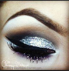 A wonderful tutorial for glittery New Year's Eve makeup.