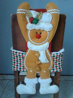 Cubresillas Gingerbread Crafts, Christmas Gingerbread Men, Christmas Humor, Christmas Crafts, Christmas Decorations, Holiday Decor, Christmas Chair Covers, Felt Crafts Patterns, Christmas Stockings