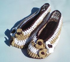 3 hours easy-to-make lovely slippers for home in coffee colors. They will perfect fit on feets, soft & light. Made from 100 % cotton. For warm version recommend using a soft wool yarn.