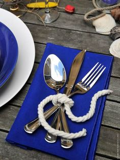 Tying the knot theme. (give the wedding / party guests a list of different knots to try. Something to keep them occupied while waiting for the bridal party's arrival! Place Settings, Table Settings, Setting Table, Deco Marine, Rehearsal Dinners, Beach Themes, Beach Theme Decorations, Summer Table Decorations, Decoration Table