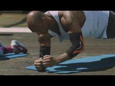 Fitness-Coach Detlef Soost aus dem freundin-Expertenkreis verrät, was es mit der Plank-Position auf sich hat und wie Sie von zu Hause aus fit werden können