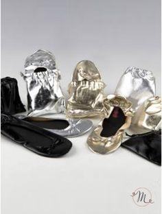 Ballerine avvolgibili con borsetta. Ballerine in eco pelle avvolgibili. Confezionate all'interno di una borsetta in eco pelle.  Disponibili in 3 colori assortiti. Ordine minimo 3 pezzi e multipli di 3.  Le scarpette sono disponibili nella taglia L (40-41). In #promozione #matrimonio #weddingday #ballerine #sconti #offerta #scarpe #wedding #justmarried #oggisposi #copriscarpe #ballerinashoes #zapatosdelabailarina #ballerinaschuhe