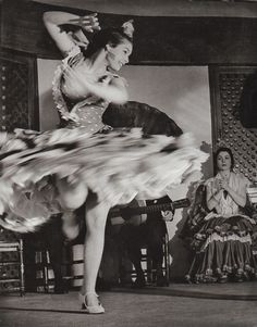 Gypsy dancer, Spanish, Flamenco, 1956 - retro dance photography  (www.cursuridans.com)