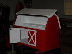 Barn Toy Box - by Cheyenne @ LumberJocks.com ~ woodworking community