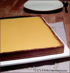 Aujourd'hui, je vous propose une petite variante de la tarte au citron. J'ai repris la recette de la pâte sucrée de Christophe Felder que vous pouvez retrouver ici (clic) Ingrédients : - 1 pâte sucrée (clic ici) - 120 ml de purée de fruits de la passion...