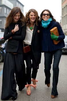 viviana volpicella. navy... camel leather clutch + boots... green gloves.