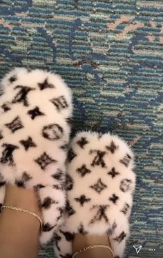Sneakers Fashion, Fashion Shoes, Shoes Sneakers, Shoes Heels, Fur Heels, Bling Shoes, Fluffy Shoes, Cute Slides, Aesthetic Shoes