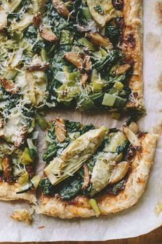ARTICHOKE, SPINACH AND LEEK TART WITH ROASTED GARLIC AND SUN-DRIED TOMATO SPREAD