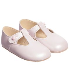 Pretty pearly pink, soft Italian leather pre-walker shoes by Early Days with a flexible sole and a comfortable lightly padded insole. This heritage style is a traditional, english pram shoe with a t-bar and little button fastening. The sole is made from synthetic suede leather and is very hard wearing. Prince George was photographed wearing the 'Alex' shoes during his Royal Tour of Australia and New Zealand.