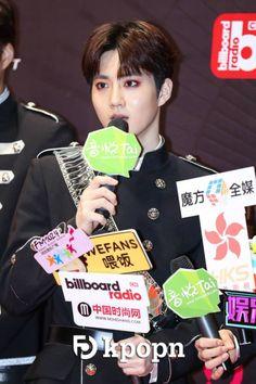 Suho - 170408 5th YinYueTai V-Chart Awards  Credit: Kpopn. (第五届音悦V榜年度盛典)