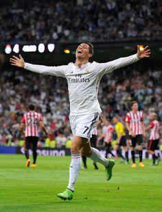 Hyvää syntymäpäivää.   30 Photos That Prove Cristiano Ronaldo Is An International Treasure