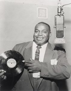Willie Dixon (July 1915 - January American bluescomposer, bassistplayer, singer, producer and arranger. Chess Records, Vinyl Records, Jazz Blues, Blues Music, Classic Blues, Classic Rock, Classic Cars, Willie Dixon, Delta Blues