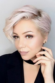 We have put together a list of 11 best hairstyles for round faces for your perusal. For those with a round face, it can be hard to find a flattering style. #hairstyle #haircuts #haircolor