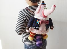 Free crochet pattern for elephant backpack Mochila Crochet, Crochet Tote, Diy Crochet, Crochet Baby, Bing Bong, Crochet For Kids, Arm Warmers, Crochet Projects, Crochet Patterns