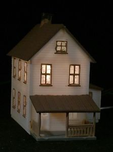 1d6161f4e7a898c6a9e9f2394f27ce86 two story houses us shipping n scale train station nicely detailed lighted built up free us,Ebay N Scale Wiring