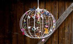Barnlampa av överblivna leksaker