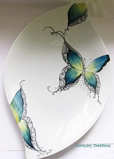 So elegant, love the colors Pottery Painting, Ceramic Painting, Diy Painting, Pottery Art, Clay Plates, Ceramic Plates, Hand Painted Ceramics, Porcelain Ceramics, Simple Butterfly
