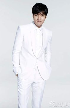 Lee MinHo for Yadea electric bike 🚲🚲🚲 ️Cr: 雅迪电动车官方微博 So Ji Sub, Korean Celebrities, Korean Actors, Korean Dramas, Asian Actors, Lee Min Ho Kdrama, Lee Min Ho Photos, Jung Suk, New Actors
