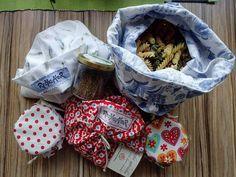 Krásný bezplastový nákup do vlastních pytlíčků jsem pořídila v Bez obalu Ostrava...Recyklátoří pytlíčky jsem ušila z povlečení a zástěry 😊  #upcyklace #recyklator #bezodpadu #bezobaluostrava #zerowasteczech #ostrava #eko #ekonakup #pytlicky #modra #bila #cervena #povleceni #testoviny #marmelada #recyklace #pytliky