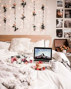 Contemporary bedroom aesthetic inspiration for you to design your own cozy bedro. - Contemporary bedroom aesthetic inspiration for you to design your own cozy bedroom Room Ideas Bedroom, Bedroom Decor, Bedroom Designs, Bedroom Inspo, Bedroom Green, Bedroom Colours, Bedroom Black, Photos In Bedroom, Bedroom Apartment