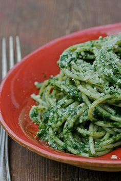 Spinach and garlic spaghetti