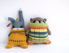 Cute sock animals rabbit and beaver in jumpers / knitwear tutorials Softies, Sewing Toys, Sewing Crafts, Sewing Projects, Tilda Toy, Sock Dolls, Rag Dolls, Sock Crafts, Sock Animals