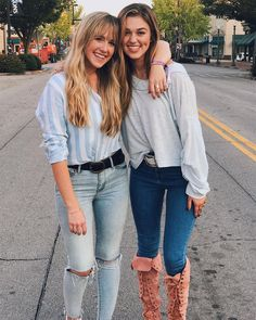 I love Sadie's boots! Sadie Robertson Boots, Robertson Family, Duck Dynasty Sadie, Best Friend Goals, Bff Goals, Best Friend Pictures, Girl Gang, Chic Outfits, Role Models