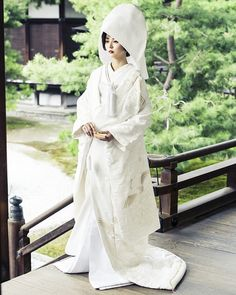 20 Traditional Wedding Dress Styles Around the World Japanese Wedding Kimono, Korean Bride, Red Frock, Traditional Wedding Dresses, Traditional Outfits, Japanese Outfits, Wedding Dress Styles, Bridal Style, Beautiful Dresses