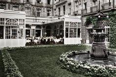 Hotel Adlon-Der Innenhof in den 1920er-Jahren.                                                                                                                                                                                 Mehr