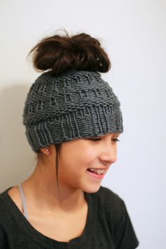 Free loom knit messy bun hat, instructions and video