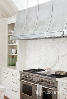 Classic styling meets clean lines, contemporary attitude, and plenty of easy elegance in an airy Chicago kitchen Kitchen Hoods, Kitchen Stove, New Kitchen, Kitchen Ideas, Kitchen White, Kitchen Reno, Kitchen Inspiration, Kitchen Designs, Cottage Kitchens