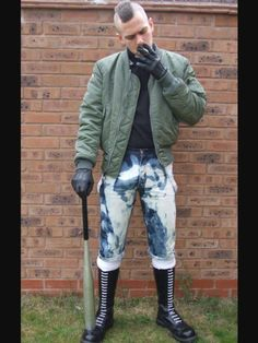 Booted with skinhead, punk or goth style! In Leather, Rubber or PVC. Also like skin tight faded jeans and bleachers. Mode Skinhead, Skinhead Men, Skinhead Boots, Skinhead Fashion, Punk Fashion, Skinhead Style, Biker Leather, Leather Gloves, Leather Men