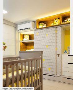 Um sonho esse quarto de bebê em tons de amarelo e cinza. As portas do armário receberam relevo em 3D. Destaque para a linda combinação do enxoval. Ad http://ift.tt/1U7uuvq arqdecoracao arqdecoracao @arquiteturadecoracao @acstudio.arquitetura
