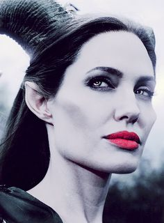 There is evil in this world . Disney Villains, Disney Movies, Sleeping Beauty 2014, Maleficent Movie, Beyblade Burst, Disney Cartoons, Tim Burton, Angelina Jolie, Live Action