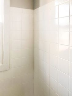 How To Paint Tile The Easy Way - Want to change tile in your home without spending a lot of money? How To Paint Tile The Easy Way wi - Painting Bathroom Tiles, Painting Tile Floors, Bathtub Tile, Bath Tiles, Wall Tile, Diy Home Decor On A Budget, Decorating On A Budget, Diy Bathroom Remodel, Bathroom Makeovers