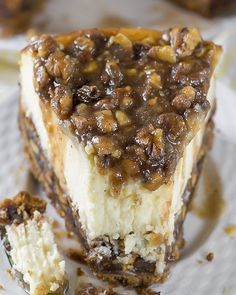 If you love Pecan Pie, you'll love this Cheesecake! This cake has a vanilla wafer crust, pecan pie filling, creamy cheesecake layer and buttery, caramel-pecan topping! Pecan Pies, Pecan Pie Filling, Apple Pies, Köstliche Desserts, Chocolate Desserts, Chocolate Tarts, Chocolate Orange, Plated Desserts, Cinnamon Desserts