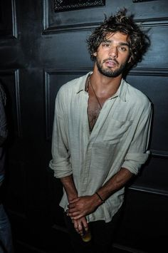 Marlon Teixeira Beatiful man to such and kiss with lenguage and do love with you and me and to be your boyfriend and lover for ever and penetrate my and your penis into ours arses and mouthless with very love 😍 my heart ♥ Marlon Teixeira, Hair And Beard Styles, Curly Hair Styles, Brazilian Men, Style Masculin, Style Outfits, Herren Outfit, Hommes Sexy, Male Beauty
