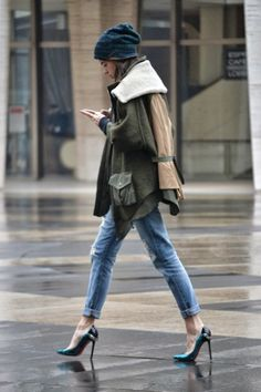 New York Fashion Week - wool coat, boyfriend jeans and heels. Street Style Chic, Street Style Outfits, Looks Street Style, Looks Style, Fashion Week, New York Fashion, Look Fashion, Swag Fashion, Fashion Glamour
